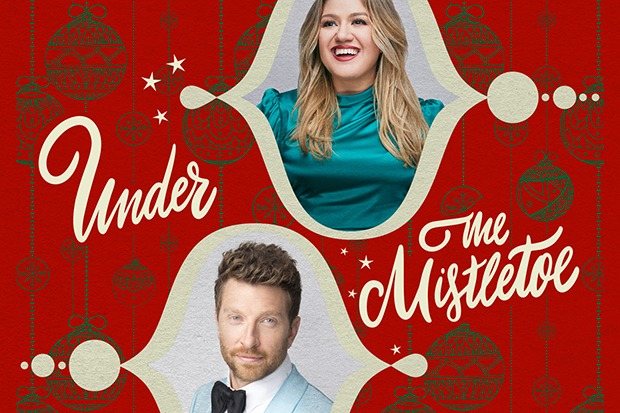 "Kelly Clarkson Joins Brett Eldredge For ""Under The Mistletoe"""