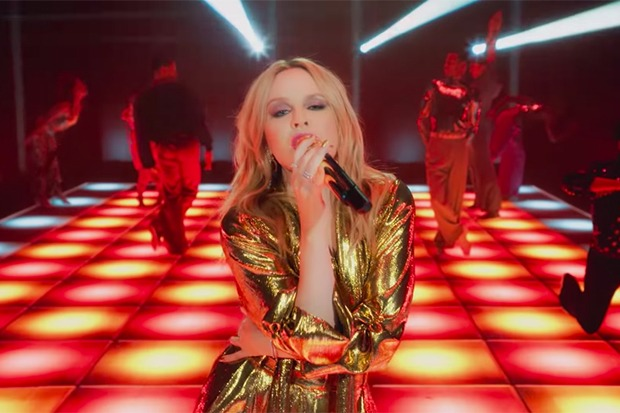 """Kylie Minogue Teases 'INFINITE DISCO' With """"Real Groove"""" Performance Video"""