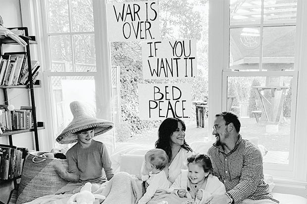 """Alanis Morissette Covers """"Happy Xmas (War Is Over)"""""""