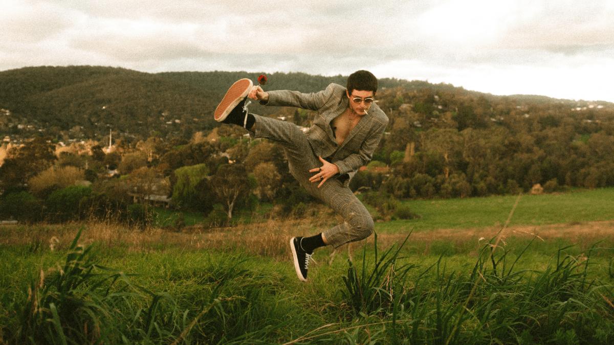 ALBUM PREMIERE: Dexter Seamus – Love In The Hills