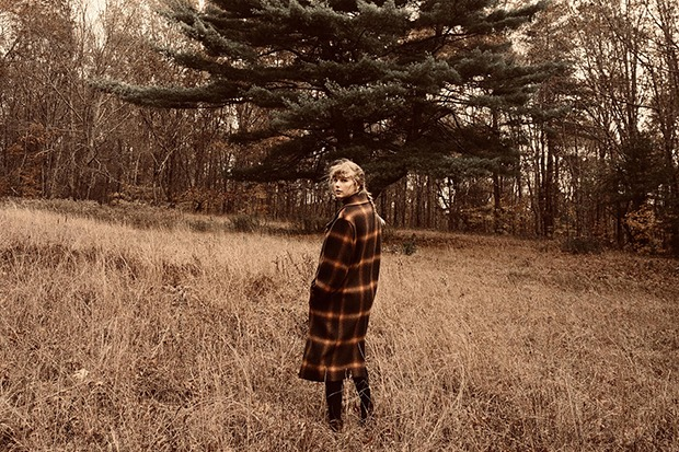 """Taylor Swift Lands 7th #1 Hit With """"willow"""""""