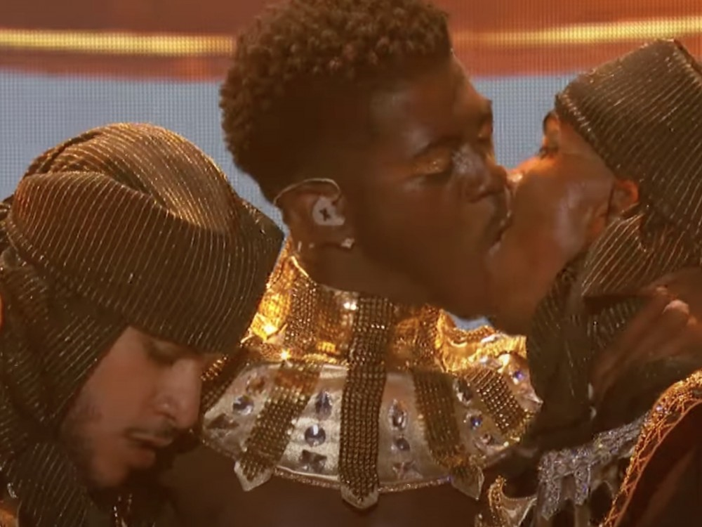Lil Nas X Makes Out W/ Mystery Dancer To End BET Awards Set