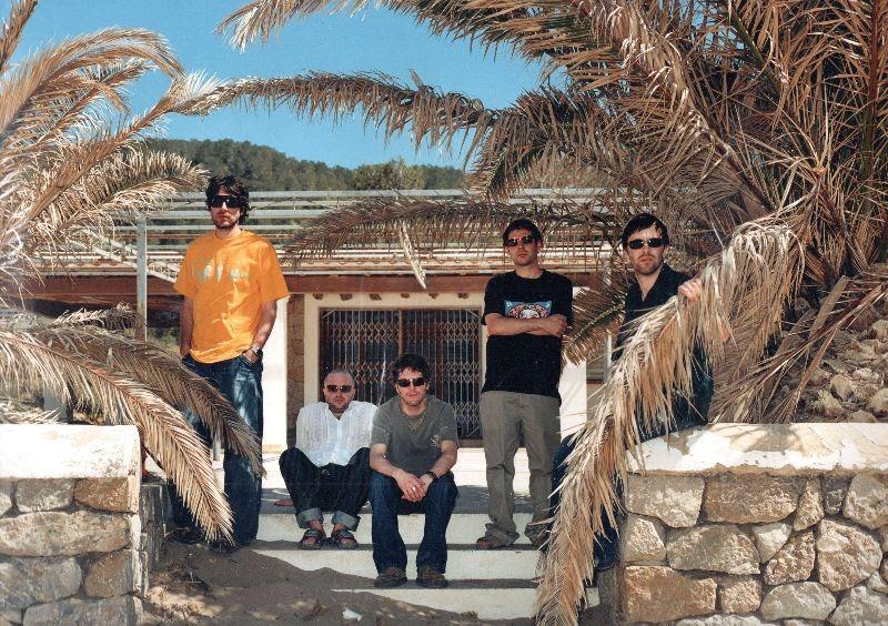 NEWS: Super Furry Animals announce 20-year anniversary reissue of 'Rings Around The World'