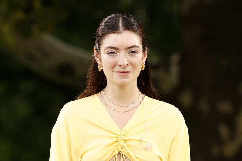 "Lorde's ""Brain Wasn't Working"" So She Left Social Media"