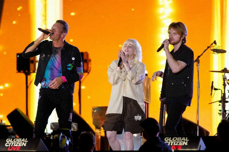 """Coldplay Brings Bille Eilish On Stage For Stunning Rendition Of """"Fix You"""""""